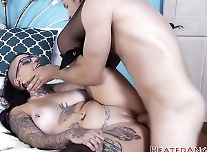 Spex goth babe pussyfucked in closeup