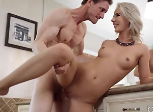 Peaches lures manager into an affair in the restroom
