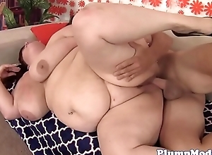 Redhead plumper pussytoying while fucking