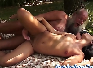 Teen amateur fucked and jizzed chiefly by grandpa